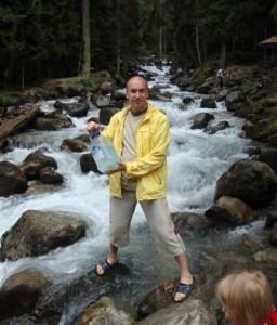 Серебрянная вода из горной реки