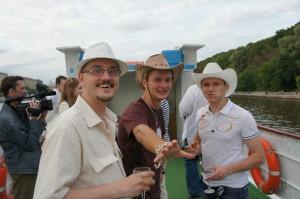 трое в шляпах